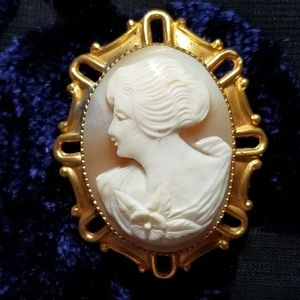 Vintage carved shell cameo brooch gold tone